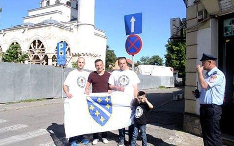 Nama je dosta ratova, zeljni smo djece i svatova - Sejfudin Tokic sa zastavom RBiH