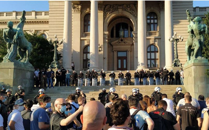 Protesti u Beogradu – Ko i kako smije da nas bije
